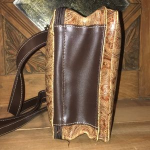 Relic Bags - Relic Crossbody Wallet Bag holds everything